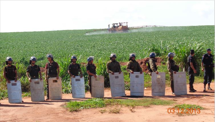 GM crop in Paraguay guarded by soldiers from local community